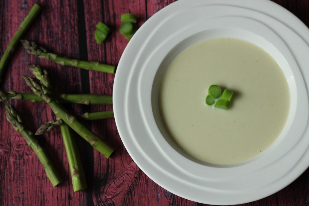 Recette facile et rapide potage / velouté aux asperges vertes.